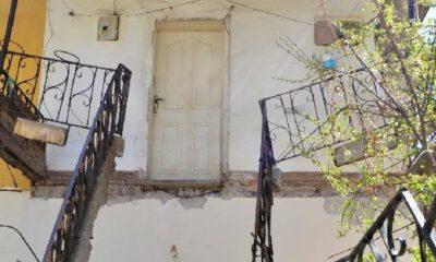 Aksaray'da balkonu çöken evde mahsur kaldı!