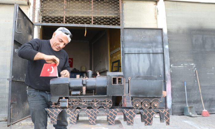 Mardin'e 30 yıldır gelmeyen trenin maketini yaptı