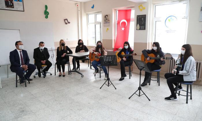 Denizli'de öğrencilere enstrüman desteği
