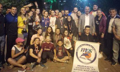 'Poyrazın kızların'dan Mudanya'ya şampiyonluk hediyesi