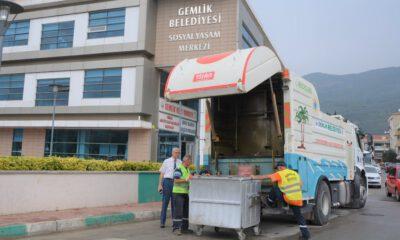 Gemlik'te çöp konteynerleri yerinde temizleniyor