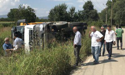 Bursa'da hafriyat kamyonu devrildi: 1 yaralı