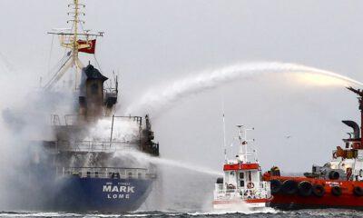 Pendik'te yük gemisi yandı