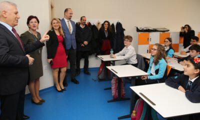 Başkan Bozbey, öğrencilerin karne heyecanına ortak oldu