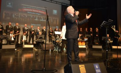 Muhtarların konserinde Mustafa Bozbey'den türkü