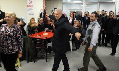 Mustafa Bozbey'i zeybek oynayarak karşıladılar!