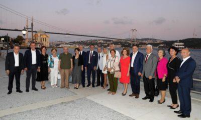 CHP'li başkanların çalıştay öncesi İstanbul pozu