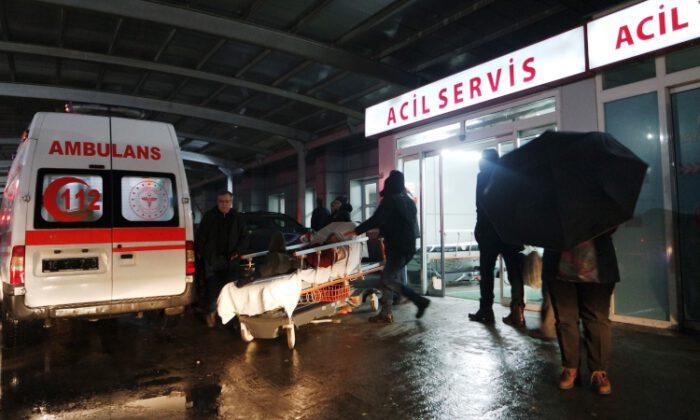 Bursa'da kafede çıkan kavgada iki kişi silahla yaralandı