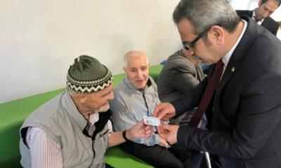 Bursa'da huzurevi sakinlerinin yeni kimlikleri dağıtıldı