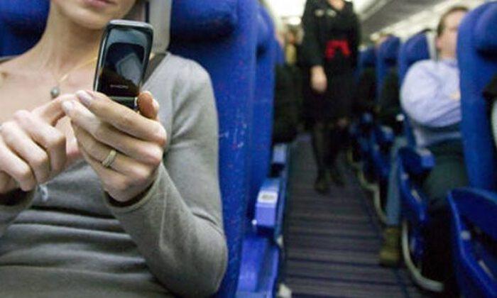 Uçakta cep telefonunu kapatmayanlara ağır ceza