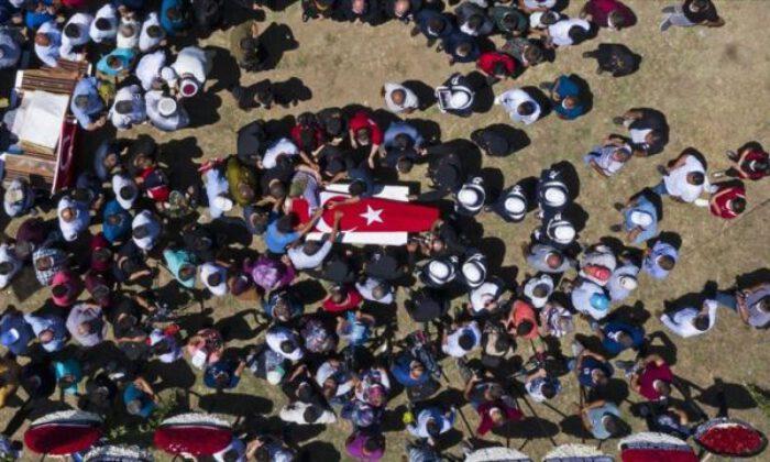 Sakarya'da şehit olan üç asker son yolculuklarına uğurlandı