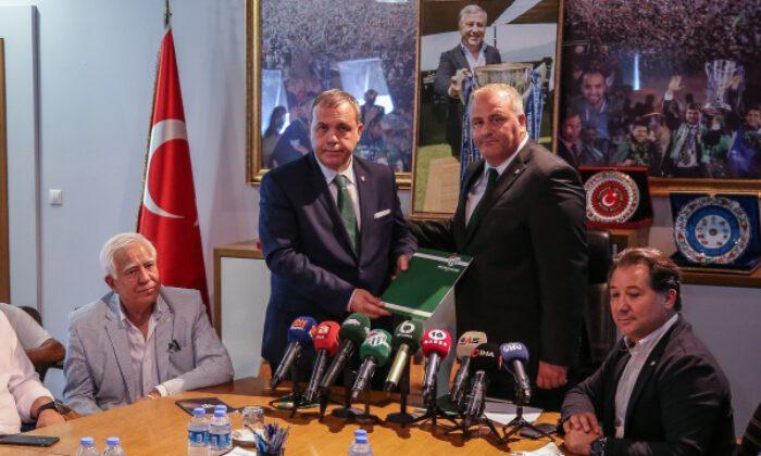 Bursaspor'un yeni başkanı Erkan Kamat, mazbatasını aldı