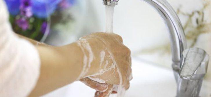 Kovid-19'a karşı 'eldiven kullanmak yerine elinizi yıkayın' önerisi