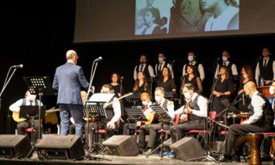 Bursa'da öğretmenler, öğrencileri ile sahnede