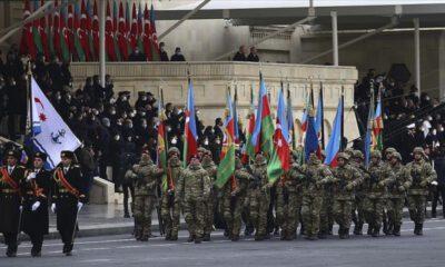 Azerbaycan, zaferini askeri geçit töreniyle kutladı