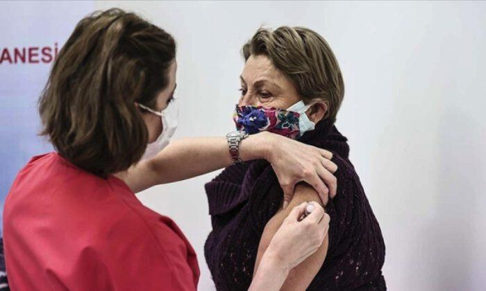 Hafta sonları ve mesai saatleri dışında da Kovid-19 aşısı yaptırılabiliyor