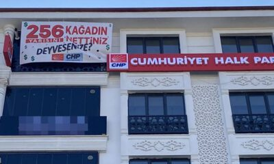 CHP'den yeni afiş: 256 kağıdın yarısını nettiniz?