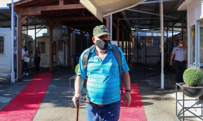 Kıbrıs'ta iki kesim arasındaki kapılar açıldı