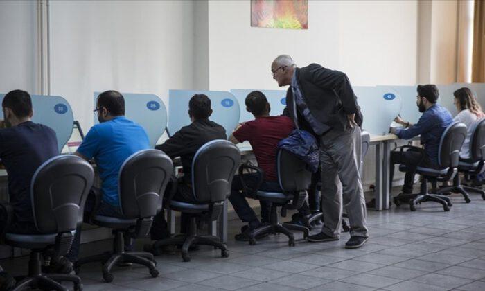 Kursların aşısız sınav görevlilerine PCR zorunluluğu