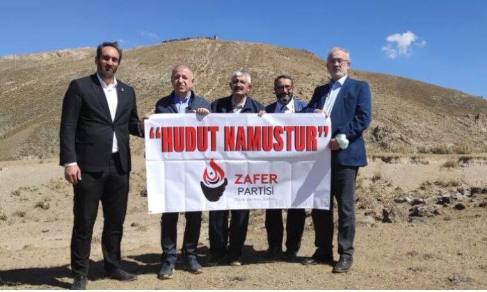 Zafer Partisi 'Hudut Namustur' pankartı açtı