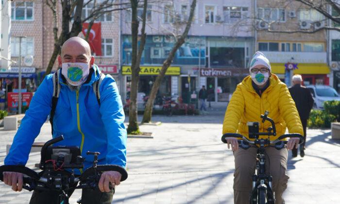 Dünya turuna çıkan bisikletli gezgin çift Lüleburgaz'da