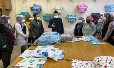 Sivas'ta kadın kursiyerler salıncak üretiyor