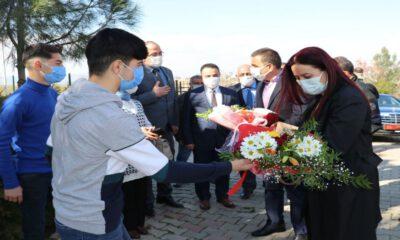 Siirt'te Vali Hacıbektaşoğlu, eşi ile birlikte çocuk evlerini ziyaret etti