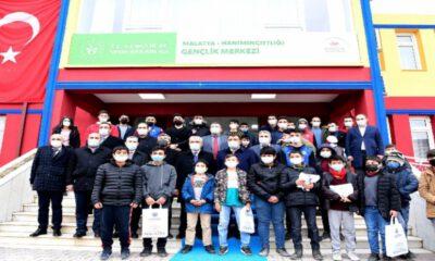 Malatya Battalgazi'de öğrenciler tabletlerine kavuştu