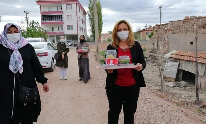 Aksaray'da AK kadınlardan bereketi paylaşıyor