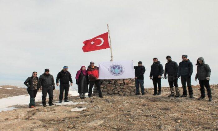 Malatya'da Beydağı'nın zirvesinde İstiklal Marşı okundu