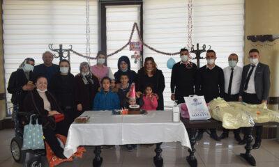 Malatya'da 5 kardeşe sürpriz doğum günü