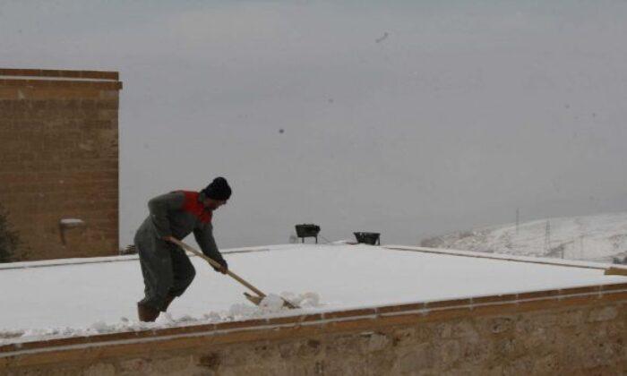 Mardin'e beklenen kar yağışı geldi