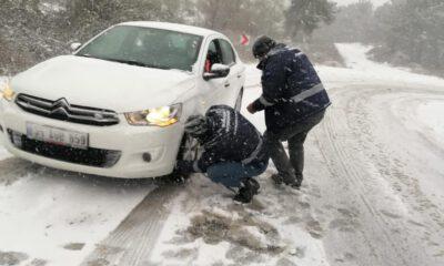Manisa'da karla mücadele ekipleri iş başında